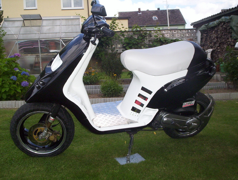 my tph in black white scootertuning roller forum. Black Bedroom Furniture Sets. Home Design Ideas