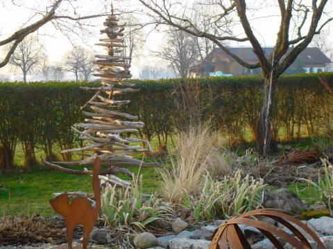 ein besonderer weihnachtsbaum jetzt im garten. Black Bedroom Furniture Sets. Home Design Ideas