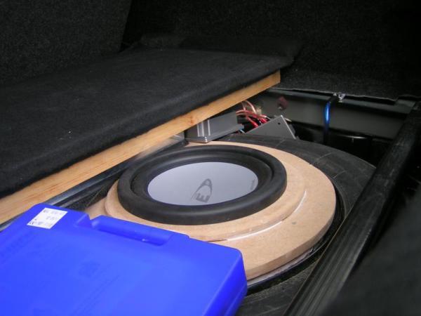 suche subwoofer f r kofferraumseitenwand car hifi. Black Bedroom Furniture Sets. Home Design Ideas