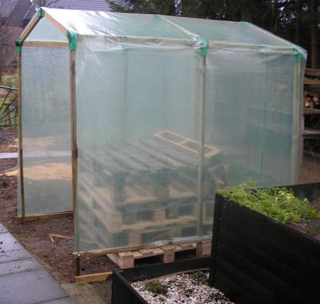 erfahrung mit tomatenh usern selber bauen fertig kaufen. Black Bedroom Furniture Sets. Home Design Ideas