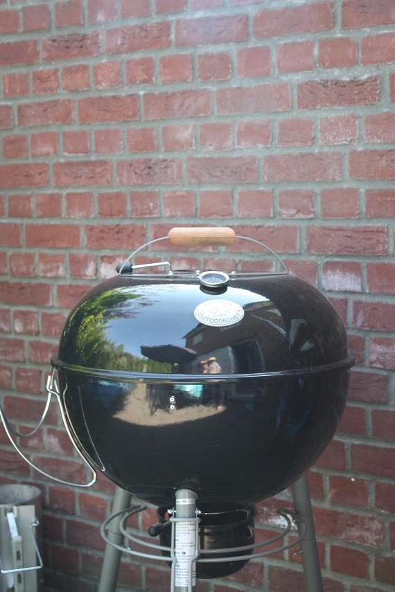 meine ersten pizzen aus der kugel und mein neues auto grillforum und bbq www. Black Bedroom Furniture Sets. Home Design Ideas