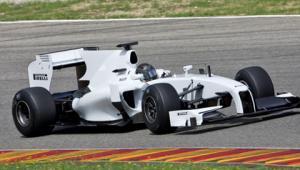 Pirelli F1 lastiğini test etti