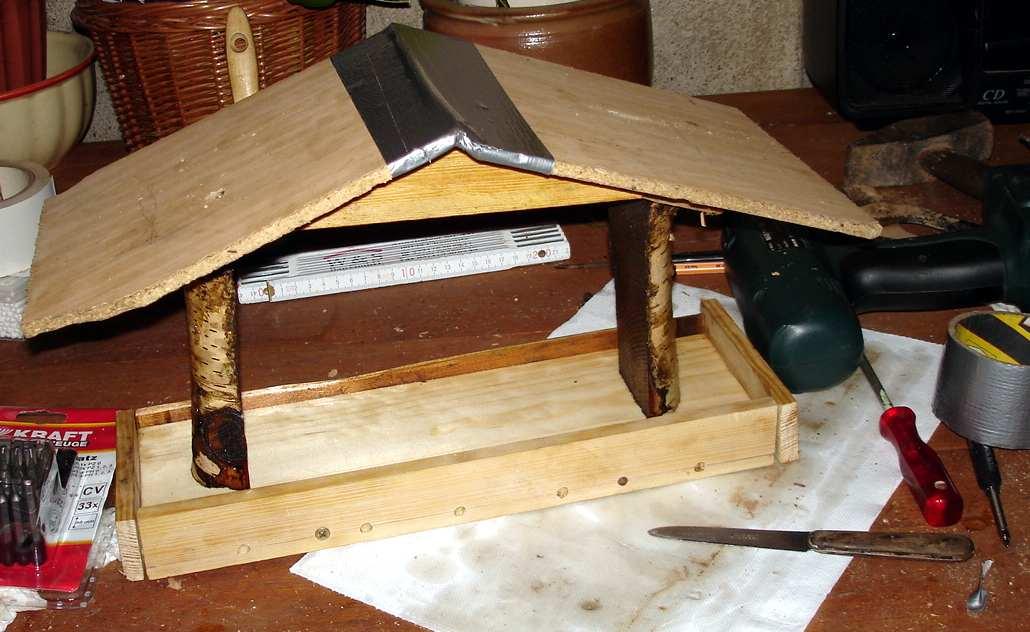 bauanleitung f r sch nes vogelhaus. Black Bedroom Furniture Sets. Home Design Ideas