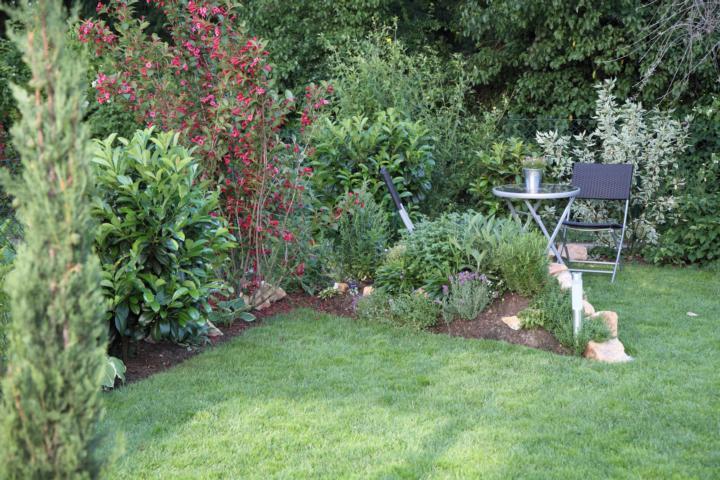 Natursteinmauer Sitzplatz : ... einen besseren Blick auf den kleinen ...