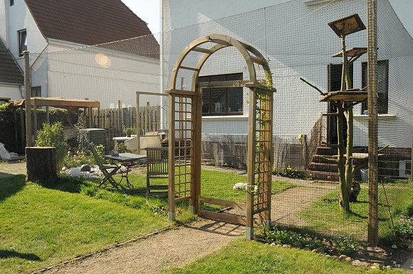 katzengehege selber bauen zeigt her eure gesicherten balkone ausl ufe gehege katzengehege. Black Bedroom Furniture Sets. Home Design Ideas