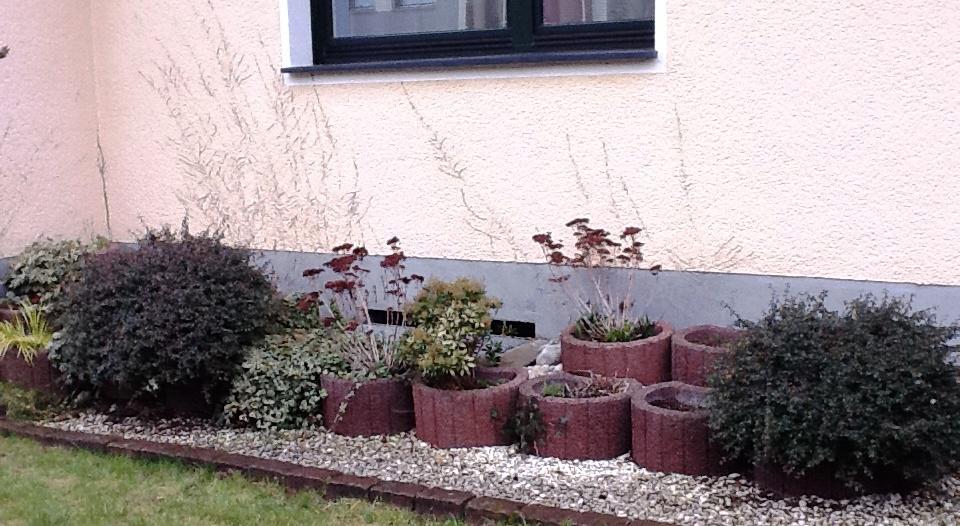 Pflanzsteine bepflanzen interior design und m bel ideen - Gartengestaltung trennwande ...