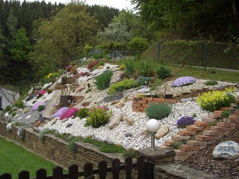 Hallo Ihr Habt Wunderschöne Vorgärten , Die Bilder Sind Einfach Toll . So  Sieht Mein Vorgarten Aus Und Er Wird Von Jahr Zu Jahr Bunter.
