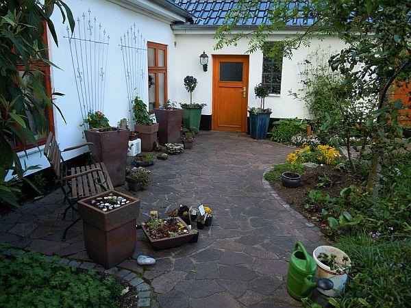 bitte um bilder von geschwungenen terrassen mein sch ner garten forum. Black Bedroom Furniture Sets. Home Design Ideas