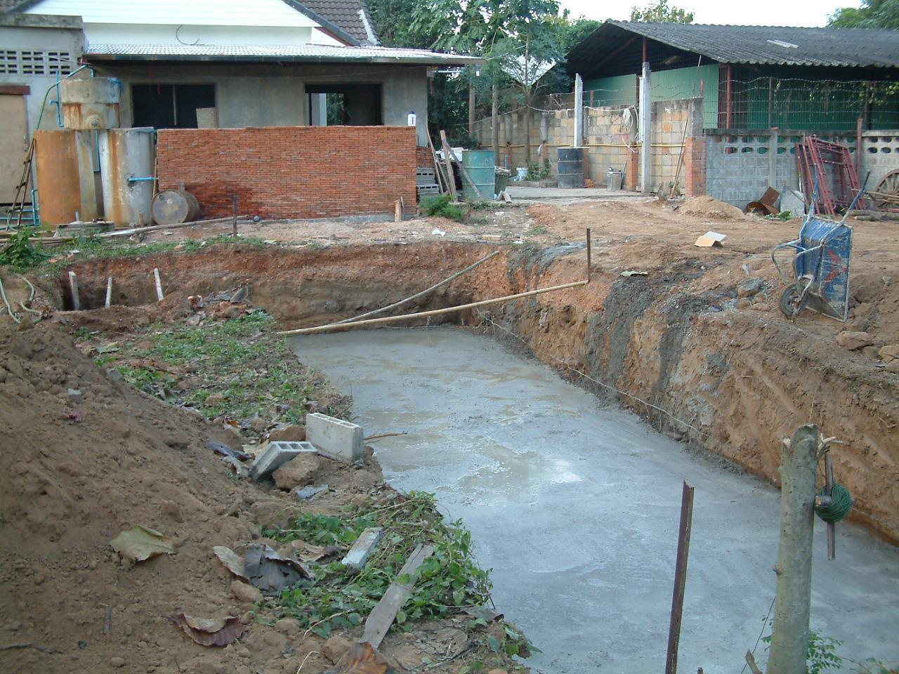 Poolbau mit beton hohlblocksteinen ein paar for Gewebefolie pool