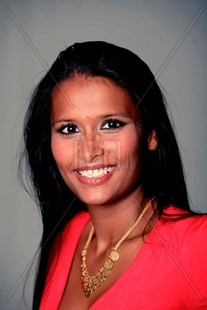 image Sarita e il negrone giovane indiana si gode un bel cazzone
